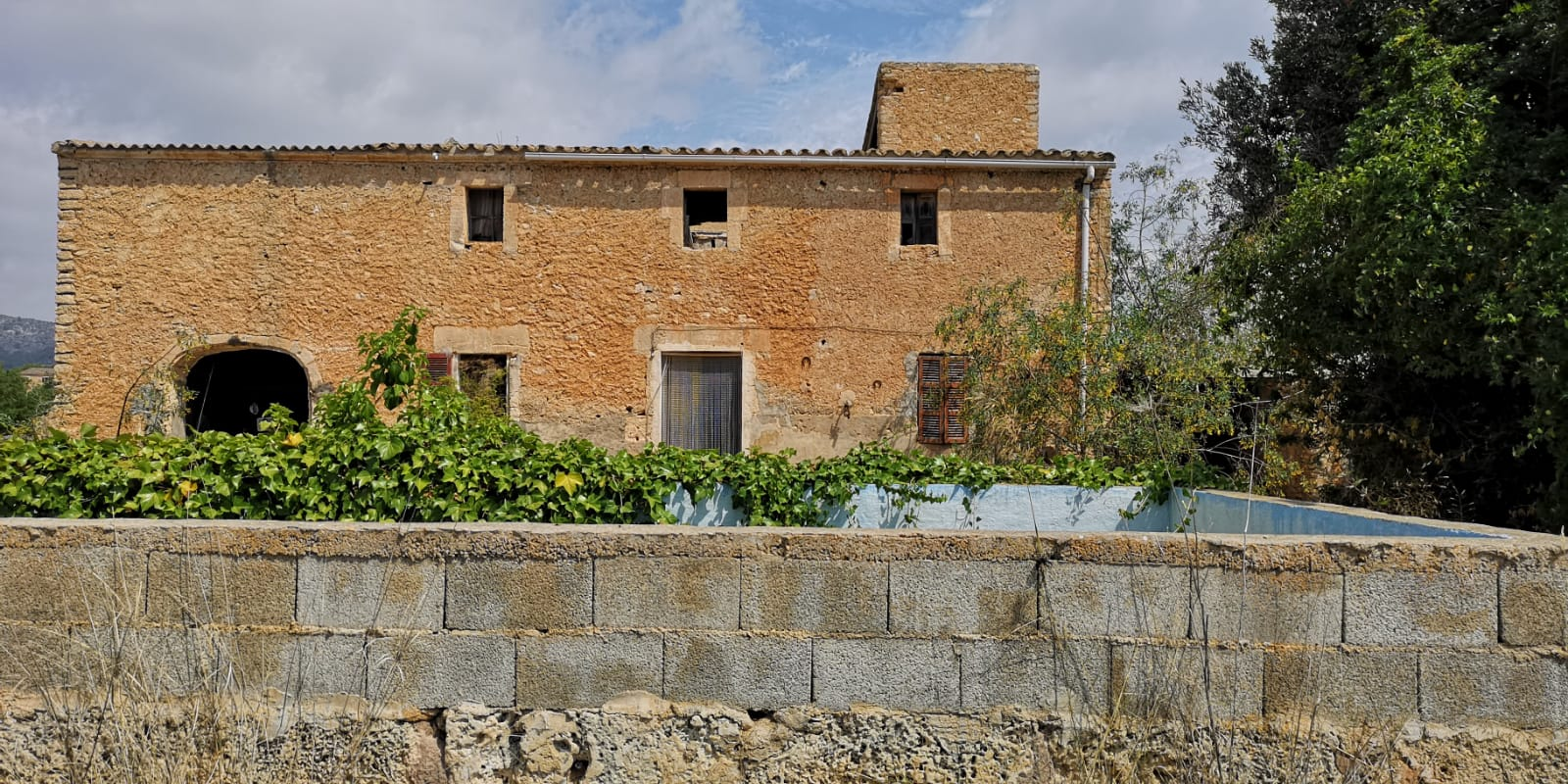 ANTIQUE STONE FINCA TO REBURBISH IN CALAS DE MALLORCA
