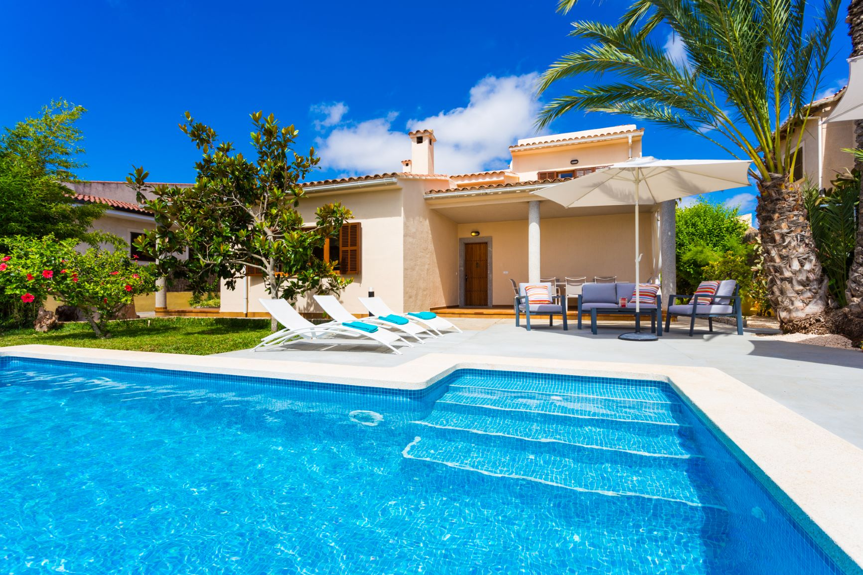 VILLA WITH POOL AND TURIST LICENCE IN SA COMA
