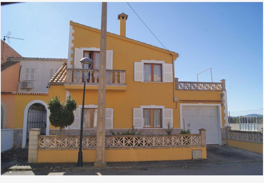 NICE HOUSE WITH GARDEN AND GARAGE IN CALA MORLANDA