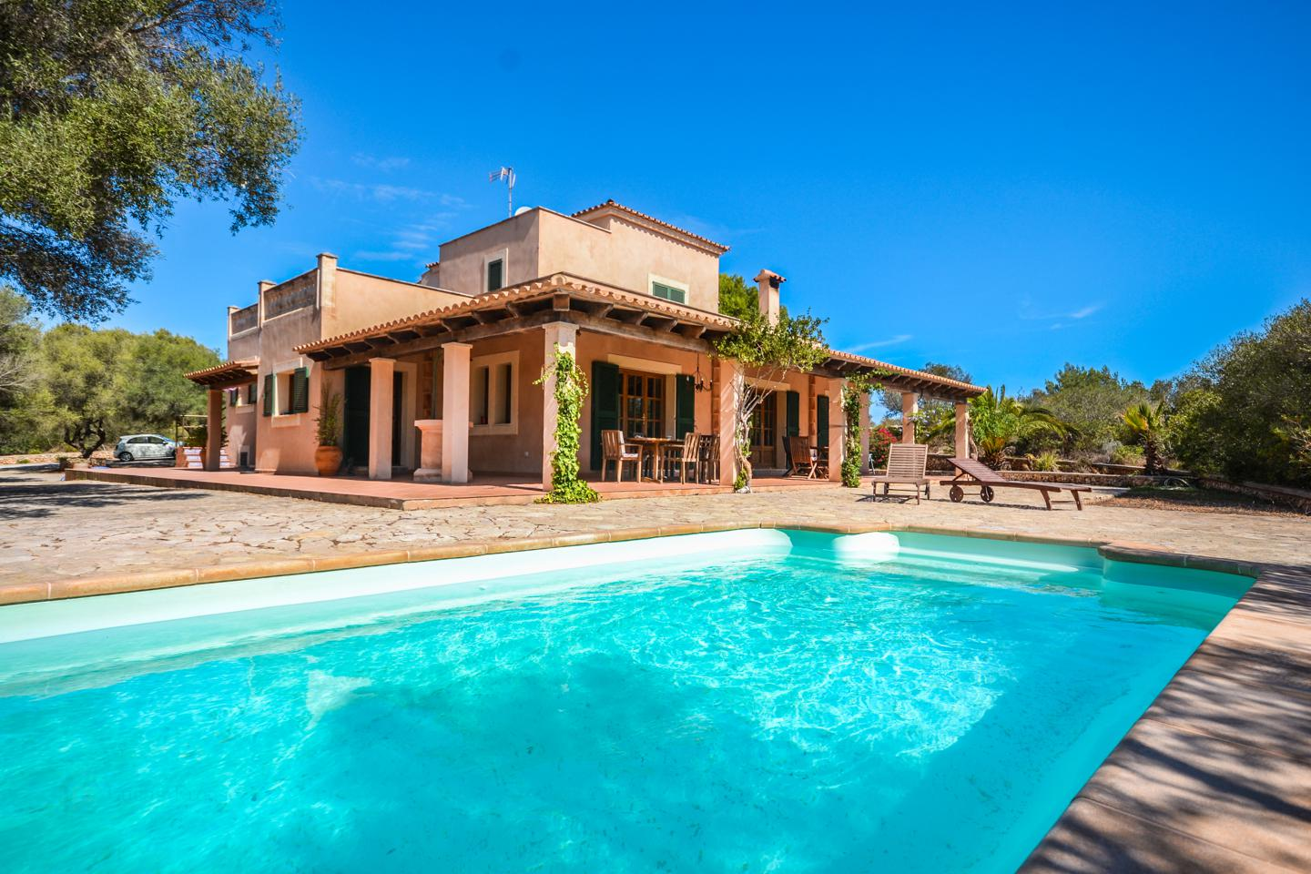 TYPICAL COUNTRYHOUSE WITH POOL AND GUEST APARTMENT IN PORTOCOLOM