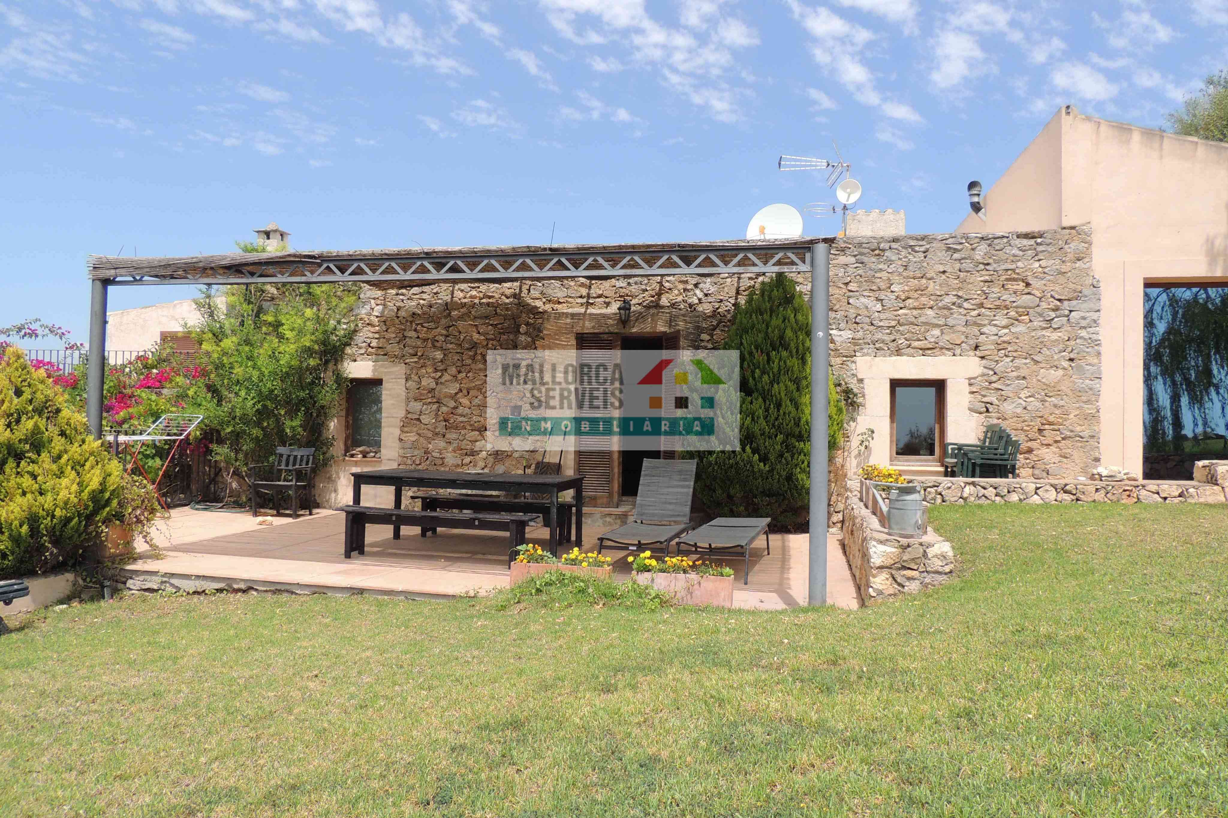 PRECIOUS FINCA WITH 2 APARTMENTS AND LICENCE IN S'ESPINAGAR